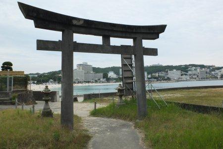 Ngôi đền trên bờ biển