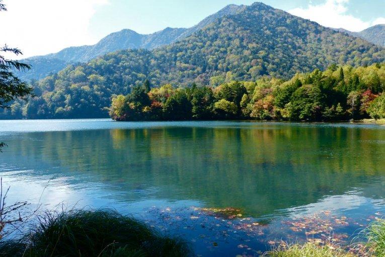 秋季的日光汤之湖