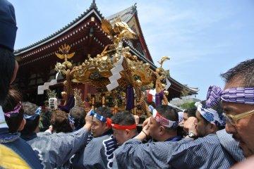 Фестиваль Сандзя в Токио
