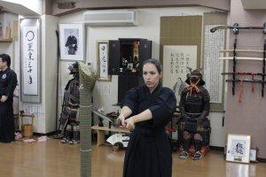 Dôjô Ryuseikan - Découpe d'une moitié de tatami