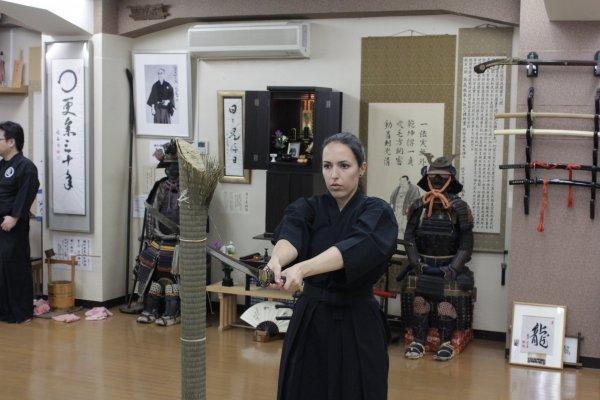 Dôjô Ryuseikan - Découpe d\'une moitié de tatami