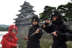 Costumes de ninja (au 19ème siècle, il y avait réellement des ninja à Matsumoto)