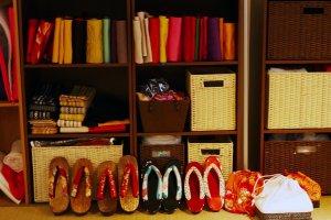 Ensuite vous pouvez choisir un obi (ceinture), des zori (sandales) et un sac