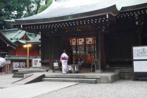 Praying in yukata