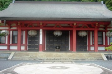 In front of the main temple hall is a large square which is said to be a power spot.