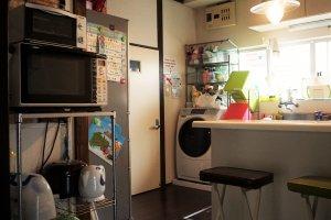 廚房,大家會輪流丟垃圾,所以保持得蠻乾淨的。