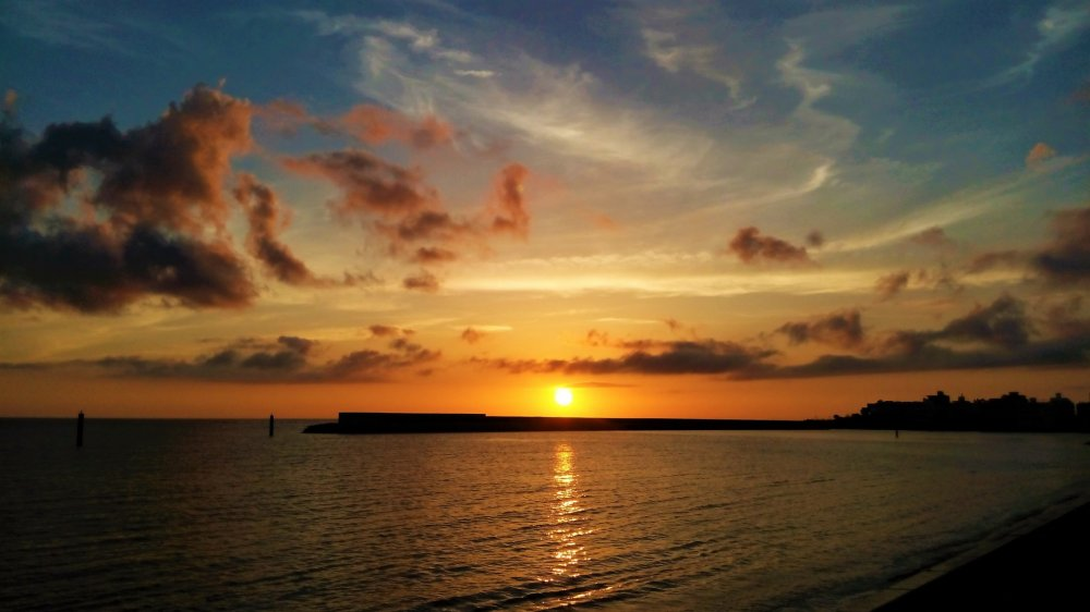 sunset beach at american village 沖縄 japan travel