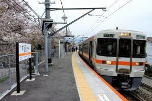 JR train at Zenkoji Station on Minobu Line