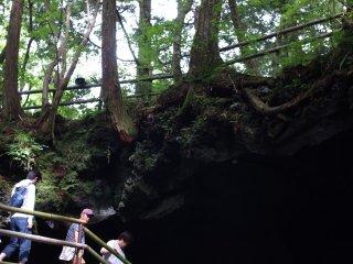Entrée de la grotte Narusawa