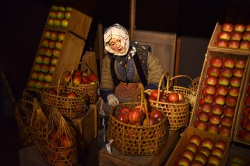 Selling Aomori's famous red apples