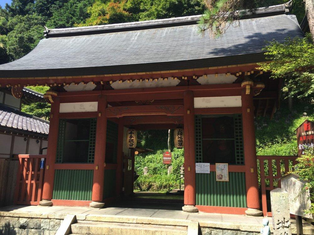 The entrance gate to Otaji Nenbutsu-ji
