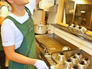 Le chef des pancakes au travail