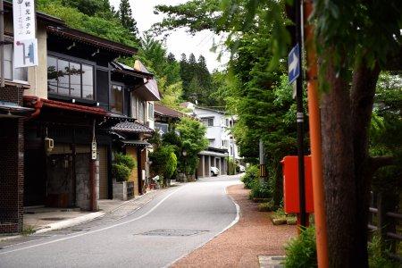 เส้นทางเดินฮิงะชิยะมะในทะคะยะมะ
