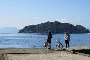 Photo opportunities galore await you as you cycle around the bay