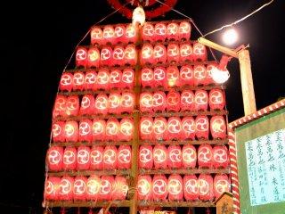 Le  Daigaku est tourné au son des chants et des tambours