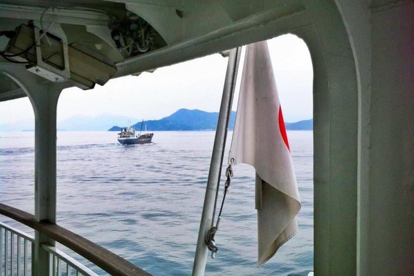 Pemandangan dari belakang kapal feri