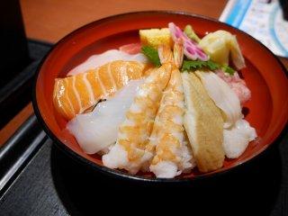 우동이나 소바랑 나오는 작은 회밥