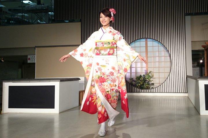 Модный показ кимоно