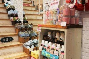 室內拖鞋和芳香劑。