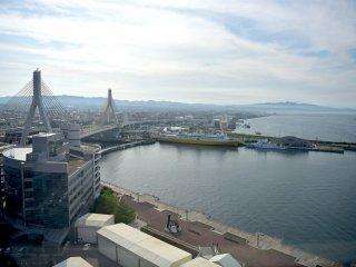 Nhìn qua vịnh Aomori