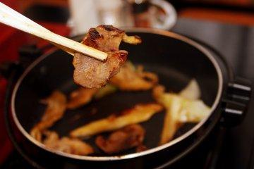 Свинина на гриле из ресторана Folkloro Kakunodate