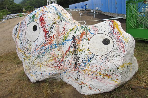 A Gon-chan defaced with graffiti. This is the biggest Gon-chan I'd seen in the festival
