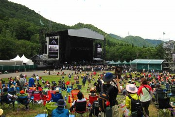 In the morning, Green Stage is quite subdued. But in the evening, every bit of space would be filled up