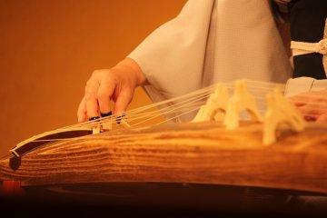 El Koto, un arpa japonés.