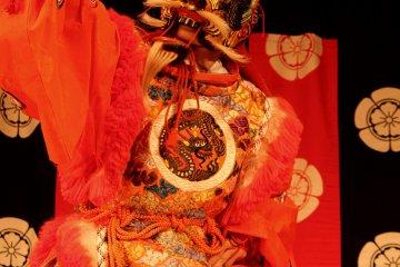 Gagaku, la música de la corte, con una presentación de baile.