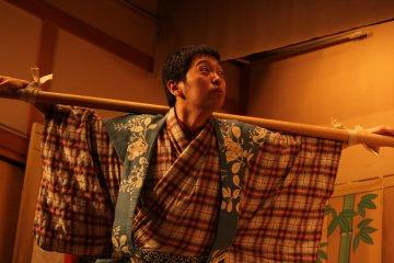 Kyogen, una obra de comedia tradicional.