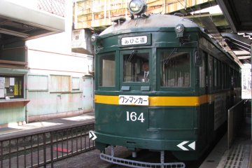 Old train that takes to Sumiyoshi Taisha