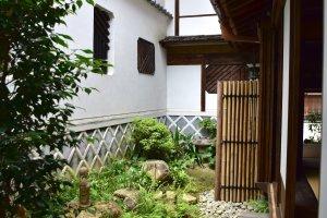 Kimura House side garden