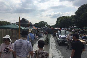 Walking around Toji Temple
