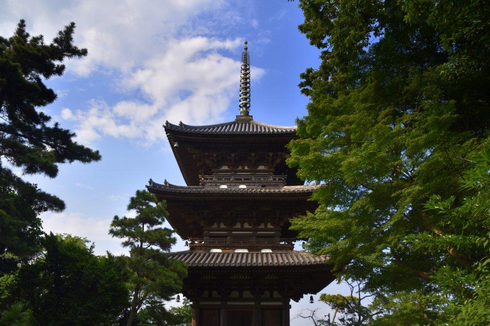 三溪園のシンボル、旧燈明寺三重塔