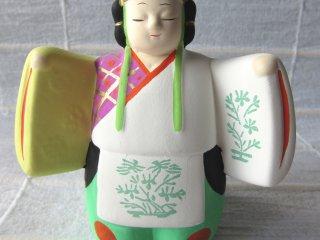 Đây là chiếc chuông từ Meiji Jingo là nơi yêu thích ở Tokyo. Mua quà tặng từ jinja để ủng hộ họ.