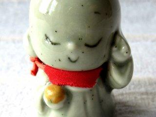 Jozo là thần bảo vệ cho người du lịch, vì thế tôi cần sự che chở của ông ta suốt chuyến đi. Bức tượng nhỏ này tôi mua ở Nara. Jizo làm rất tốt!