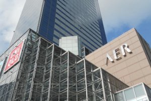 Gedung AER memiliki dek observasi di lantai 31
