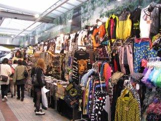 Takeshita menjadi rumah bagi pasar busana maupun toko-toko dengan merk terkenal