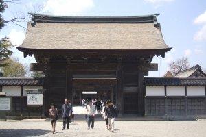Entering through the Somon (first gate)