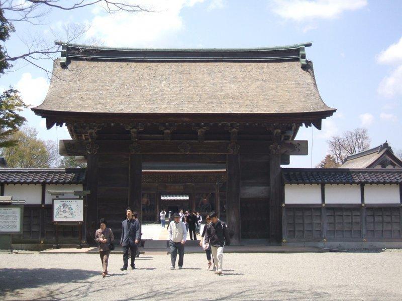 <p>Entering through the Somon (first gate)</p>