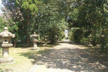 <p>Pathway to Maeda&#39;s tomb</p>