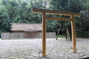 神服織機殿神社鳥居