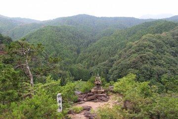 登頂後連綿不絕的山峰