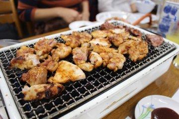 前島食堂的名物 - 雞肉燒烤
