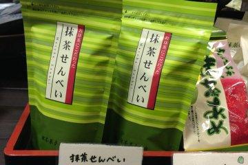 深綠茶房也賣綠茶做成的仙貝