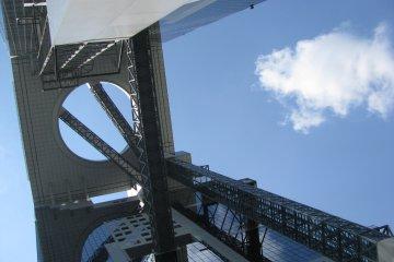 Высота здания - 173 метра