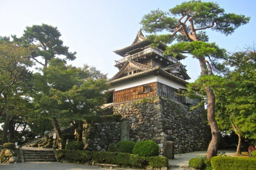 Замок Маруока, вид с главного входа к Хоммару