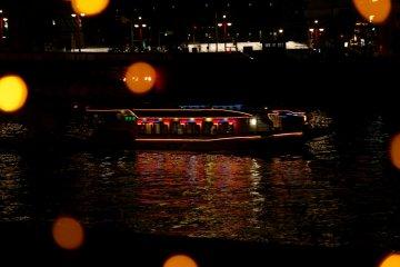 Estos botes son comúnmente vistos en el río Sumida.