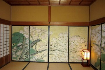 Каждая комната имеет свою тему росписи