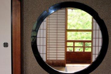Традиционное круглое окно